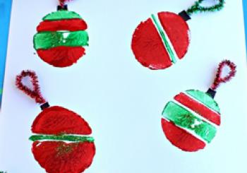 Χριστουγεννιάτικες μπάλες με τη βοήθεια μίας πατάτας