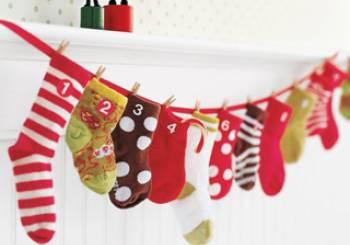 Χριστουγεννιάτικο ημερολόγιο από παιδικά καλτσάκια