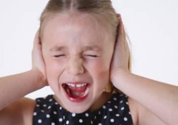 Κακή συμπεριφορά του μικρού παιδιού προς εσάς