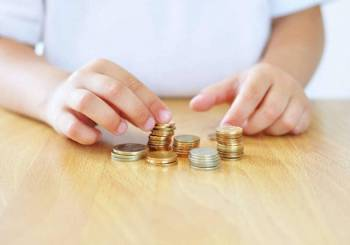Πως μπορούμε να διδάξουμε στα μικρά παιδιά την αξία των χρημάτων παίζοντας!