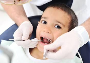 Τι κάνω όταν το παιδί μου φοβάται τον οδοντίατρο