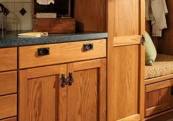 Καθαρίστε τα λερωμένα ντουλάπια της κουζίνας σας με δυο υλικά
