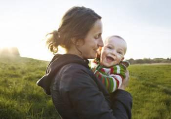 Τι δεν πρέπει να λέμε ποτέ στη μητέρα που μόλις απέκτησε το πρώτο της μωράκι